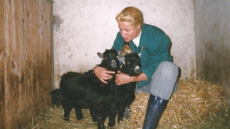 Tierpflegerin im Wildgehege Moritzburg 1