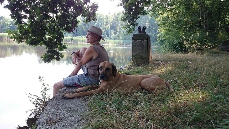 Hundeschule und Tierpsychologie Dresden Iris Bahrke-Schabacker Iris-und-Sienna-am-Fünfhufenteich