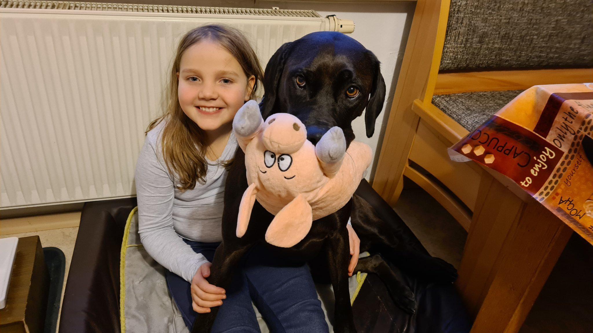 Elena, Inti und das Plüschschwein